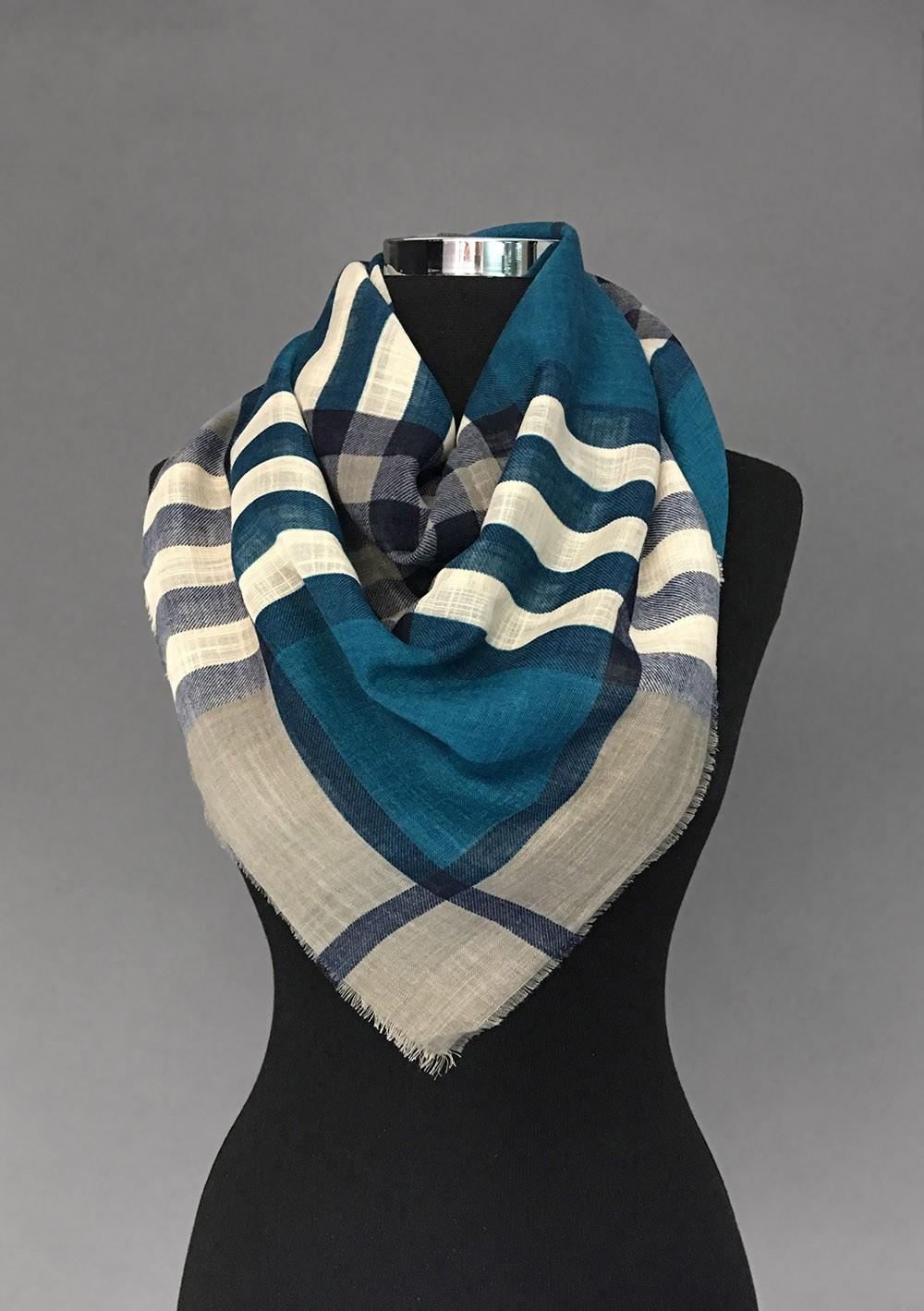 Бирюзовый платок из льна