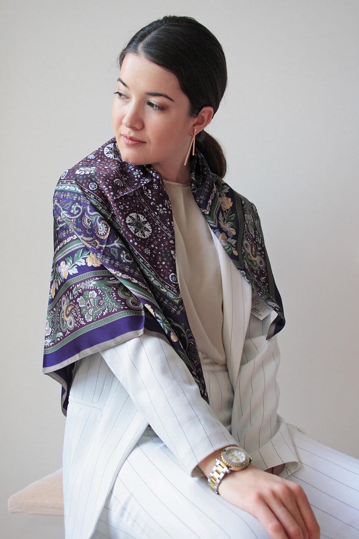 Атласный платок с узорами