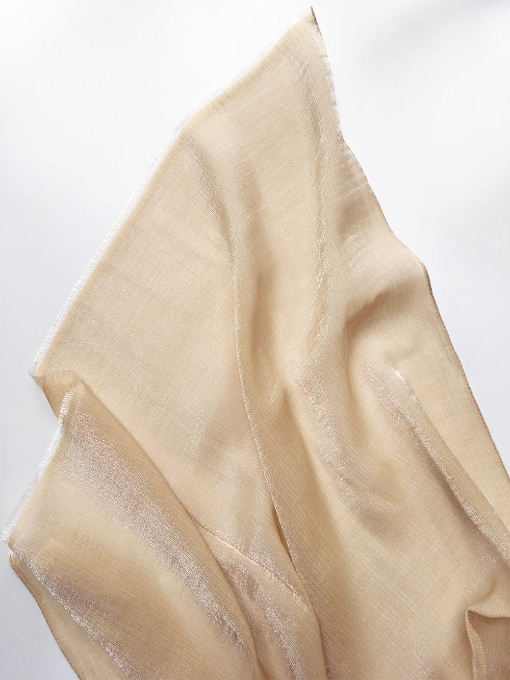 Нарядный палантин песочно-золотистого цвета