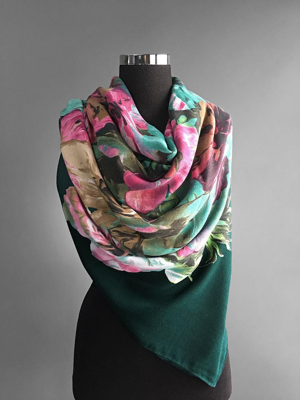 Большой платок изумрудного цвета