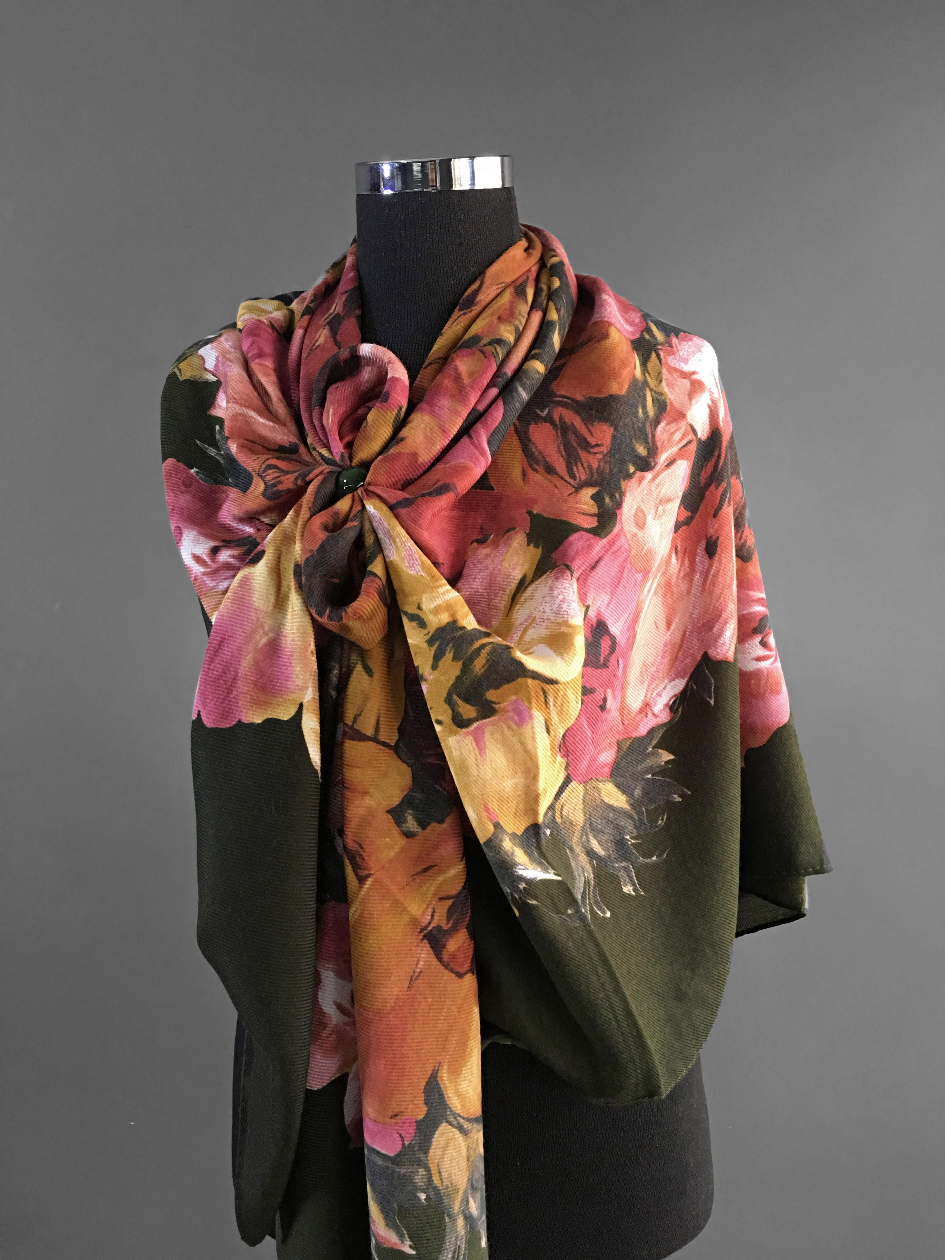 Большой платок с цветочным принтом