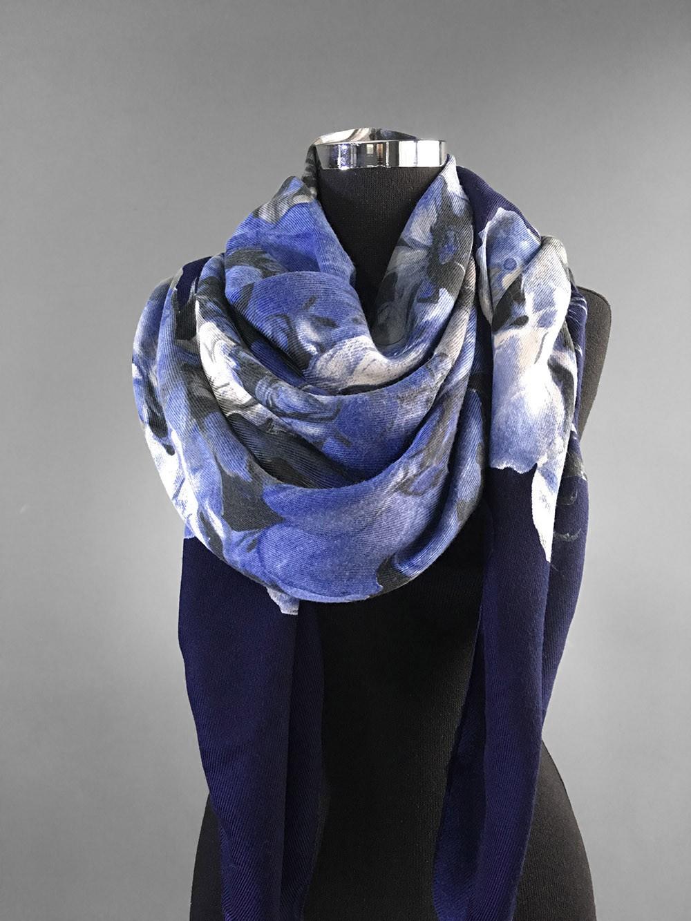 Большой платок в синих тонах
