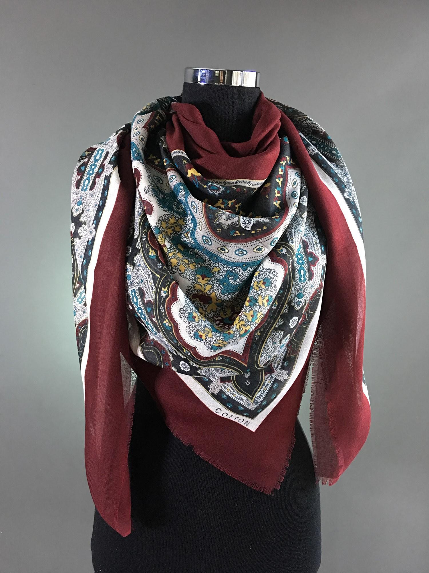 Бордовый платок с узором из хлопка