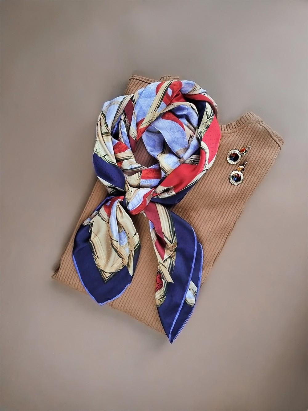 Большой платок в классических цветах