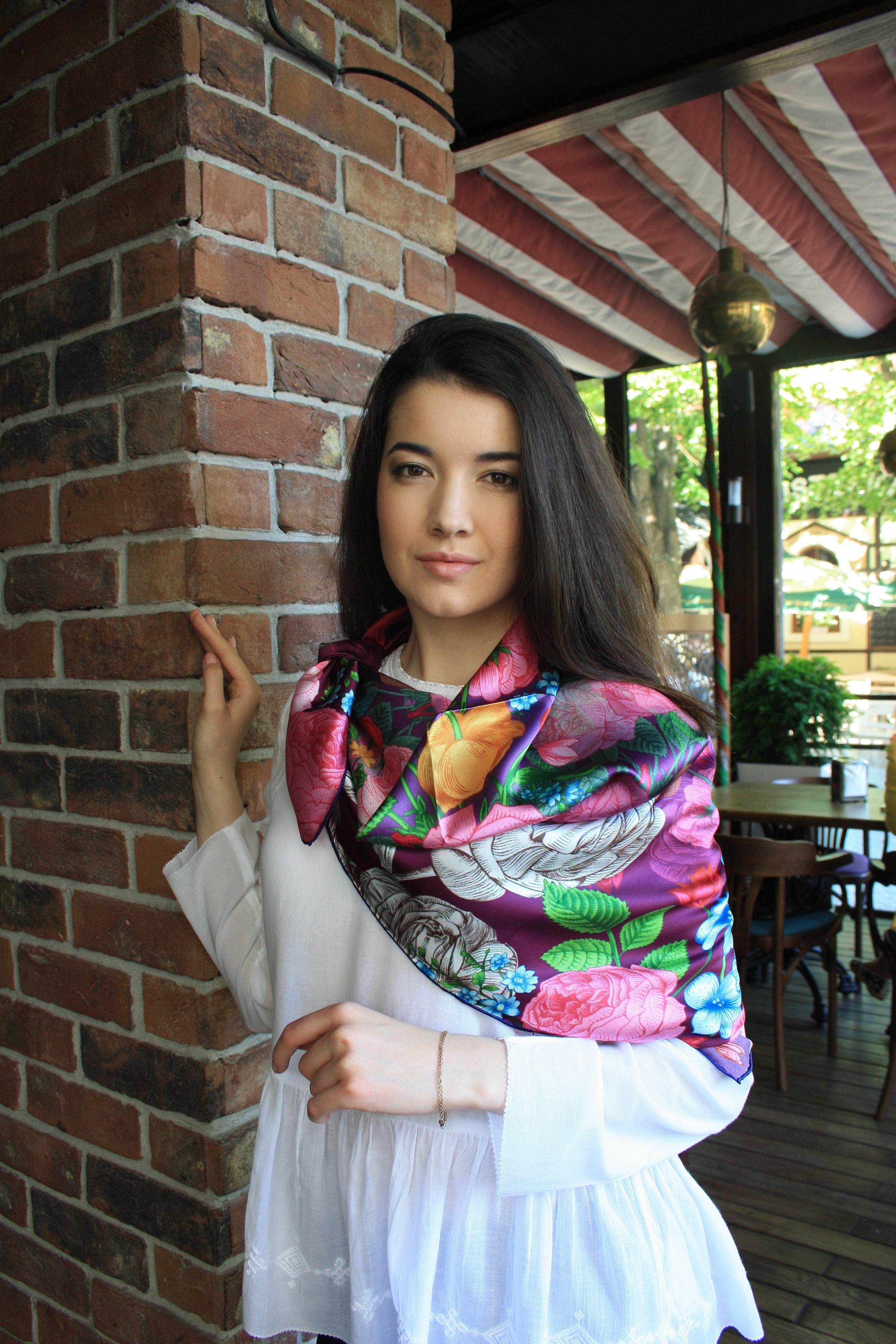 Шелковый платок благородного пурпурного цвета