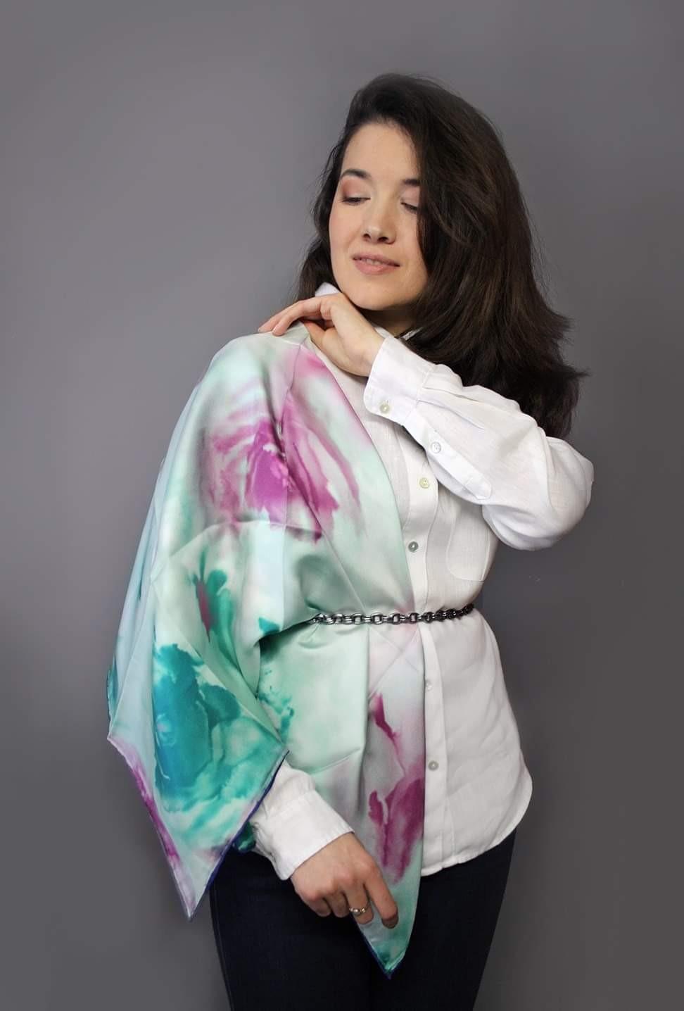 Бирюзово-малиновый шелковый платок