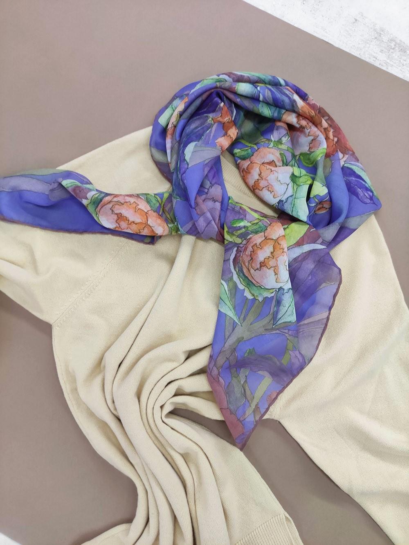Квадратный платок лилового цвета