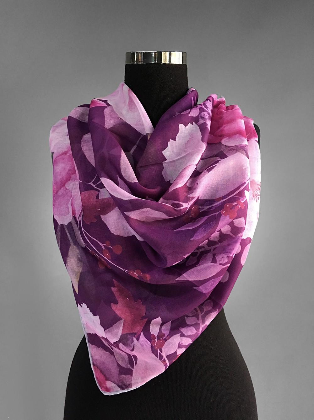 Благородный платок фиолетового оттенка