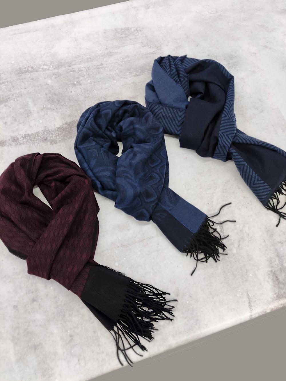Три разных мужских шарфика