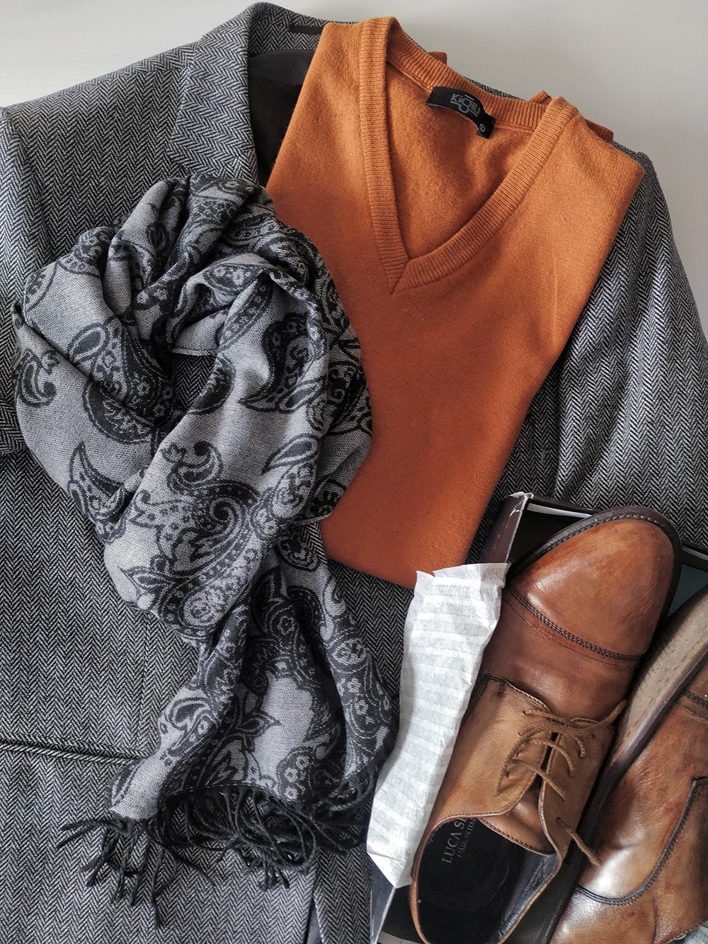 Мужской шарф в серо-черном цвете