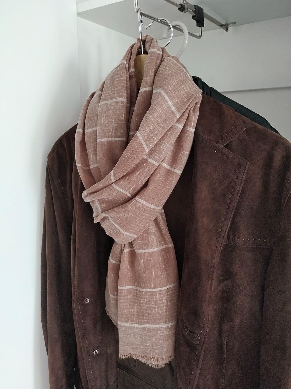 Мужской шарф базового бежевого цвета