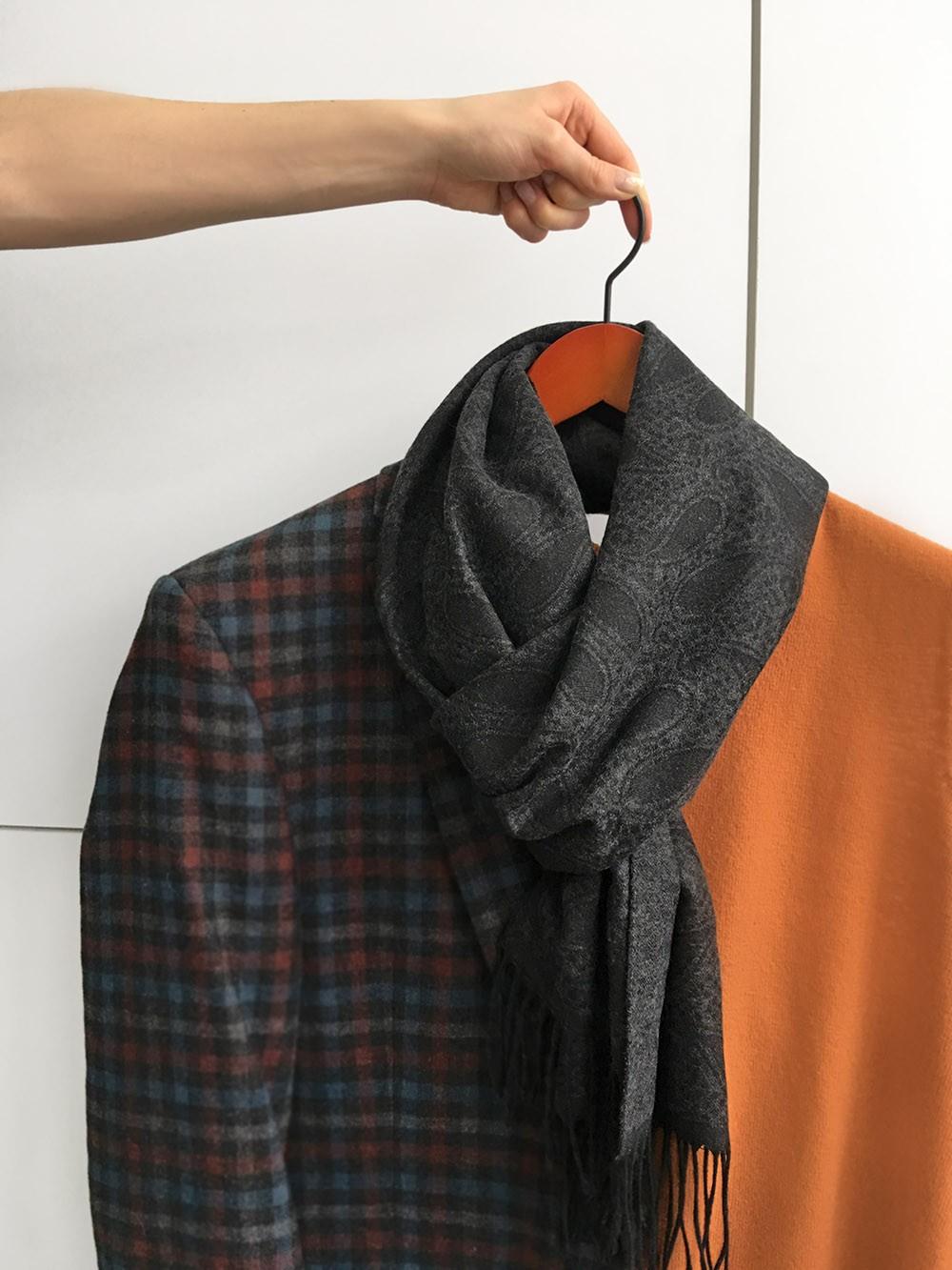 Черный мужской шарф с принтом