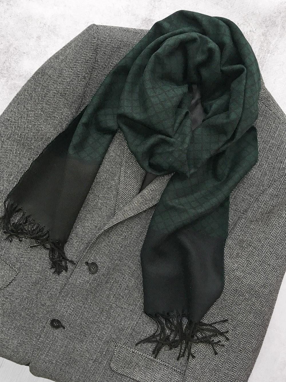 Мужской шарф изумрудного и черного цвета