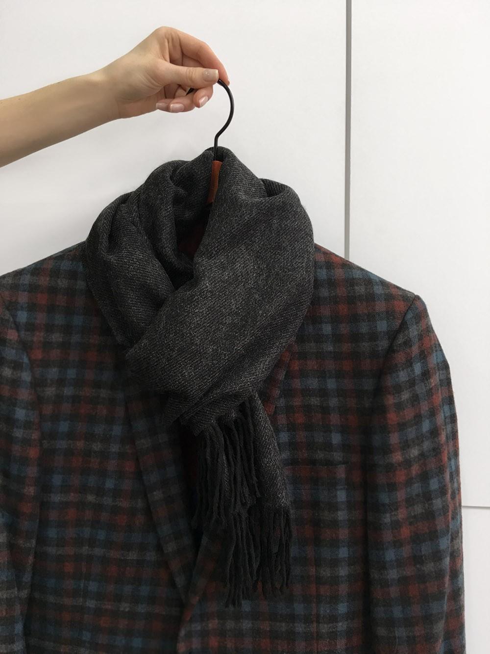 Черный однотонный мужской шарф